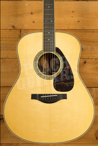 Yamaha LL16 ARE Electro/acoustic with Hard Bag