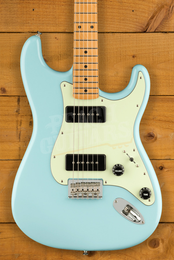 Fender Noventa Strat Maple Daphne Blue