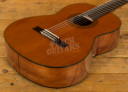 Yamaha CG142C Solid Cedar Top Classical Natural
